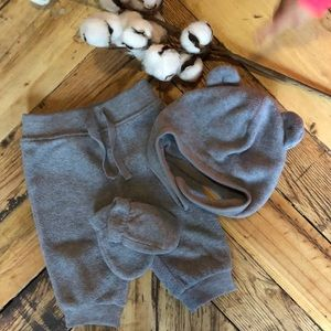 Old Navy set of pants, gloves and hat